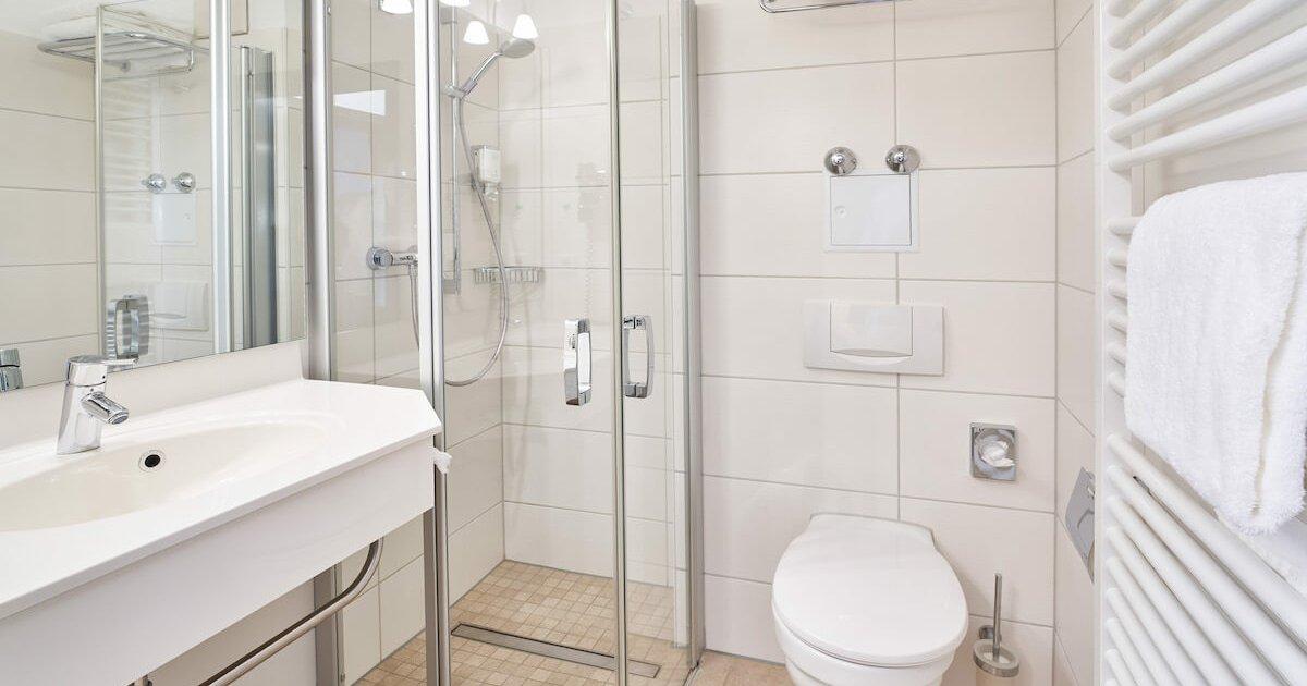 Badezimmer Comfort Doppelzimmer - Parkhotel Nümbrecht